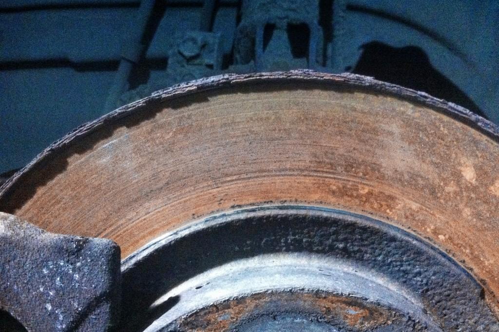 Чрезмерная выработка тормозных дисков Додж Калибр