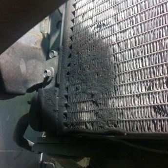 Подтёки масла на радиаторе кондиционера