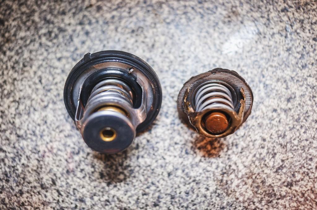 Источник течи – термостат на герметике