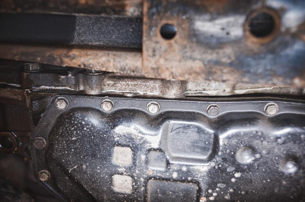Следы ремонта, не заводской герметик