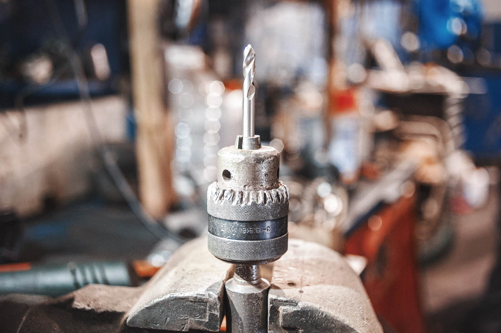 Сверло из установочного набора в цанговом зажиме