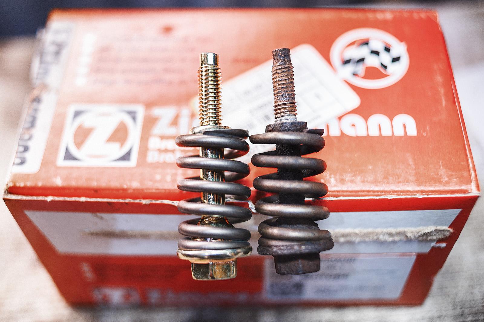 Болты для соединения приёмной трубы с выпускным коллектором