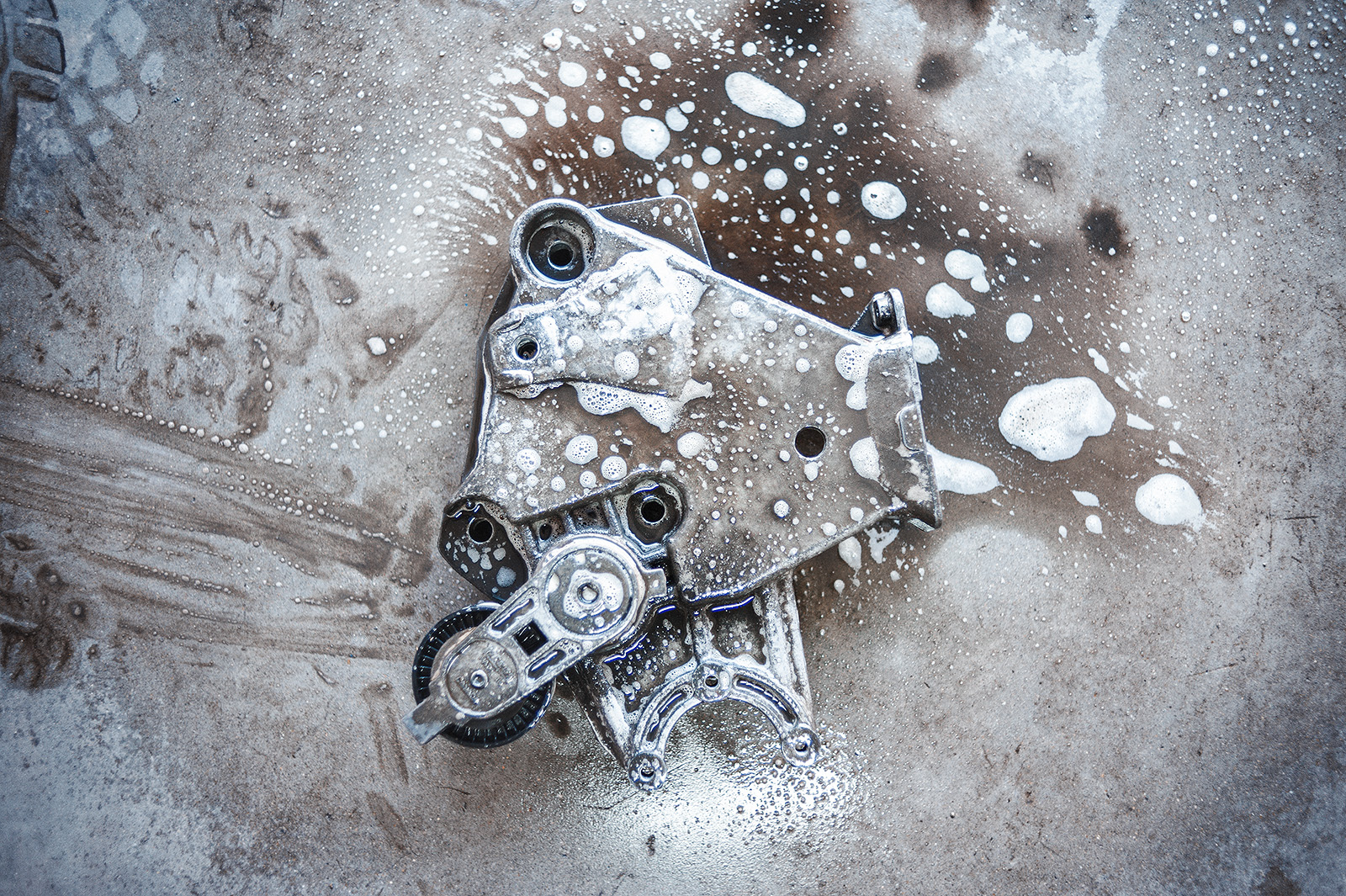 Перед восстановлением резьбы обязательно отмываем грязь