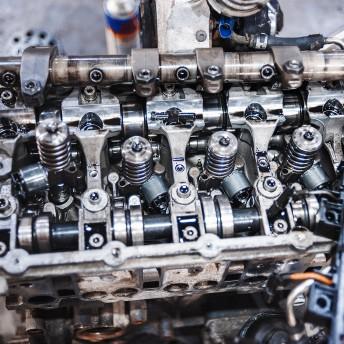 Откручиваем все топливные форсунки с двигателя-донора