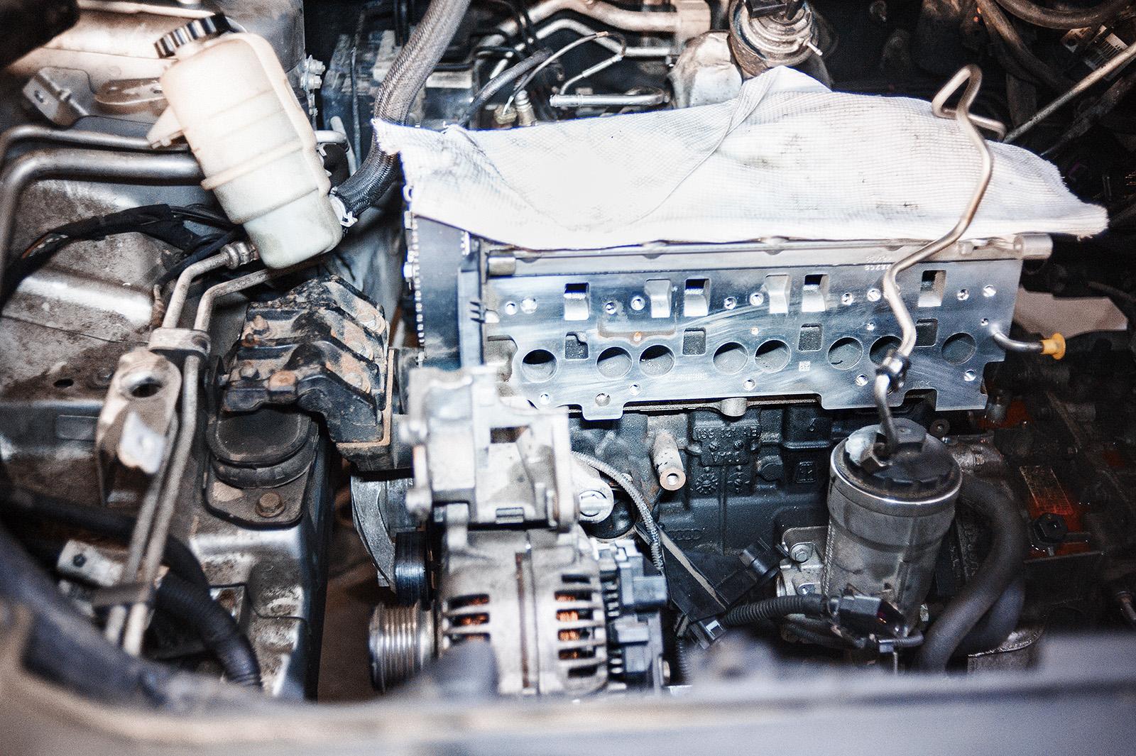 Устанавливаем двигатель Додж Джорни 2.0 (дизель) в подкапотное пространство