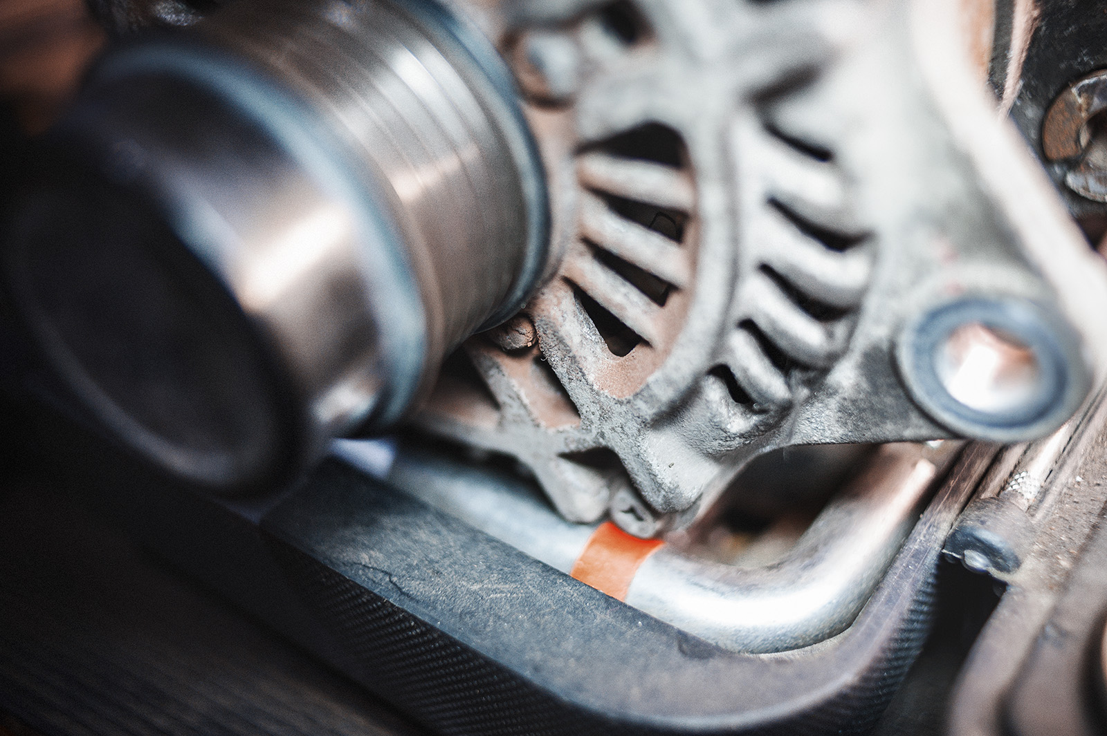 Ржавчина на генераторе Додж Калибр – предвестник ремонта