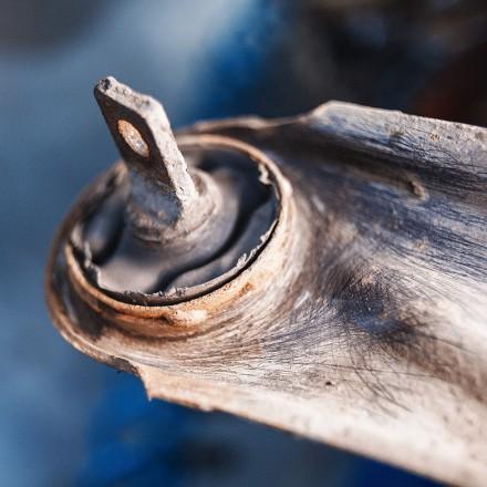 Точечное приваривание обоймы сайлентблока – гарантия отслаивания демпфера