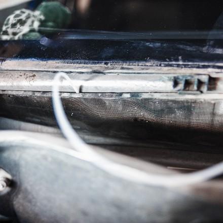Очиститель кондиционера должен попадать на испаритель