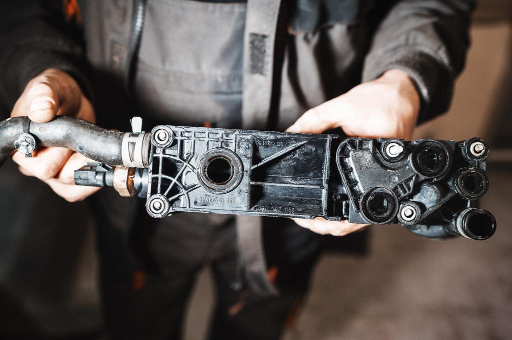 Эти контуры стыкуются с развалом двигателя