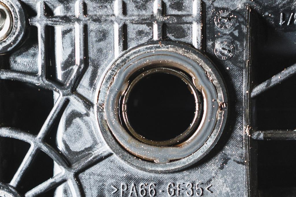 Просевшее уплотнение маслоохладителя