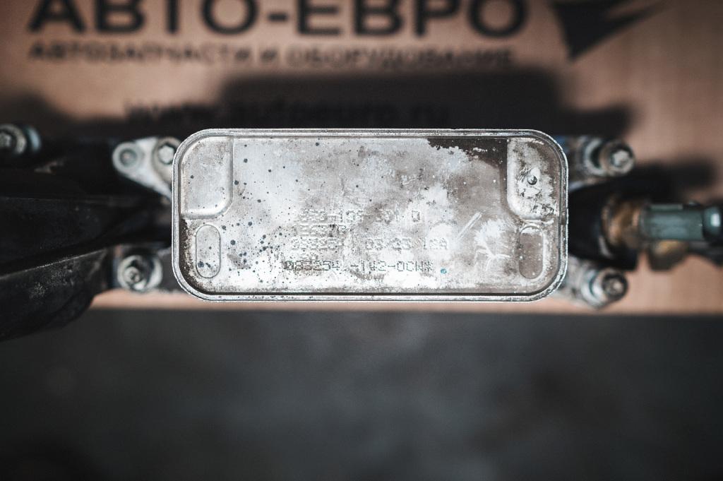 Четыре точки крепления маслоохладителя Додж Джорни к корпусу фильтра