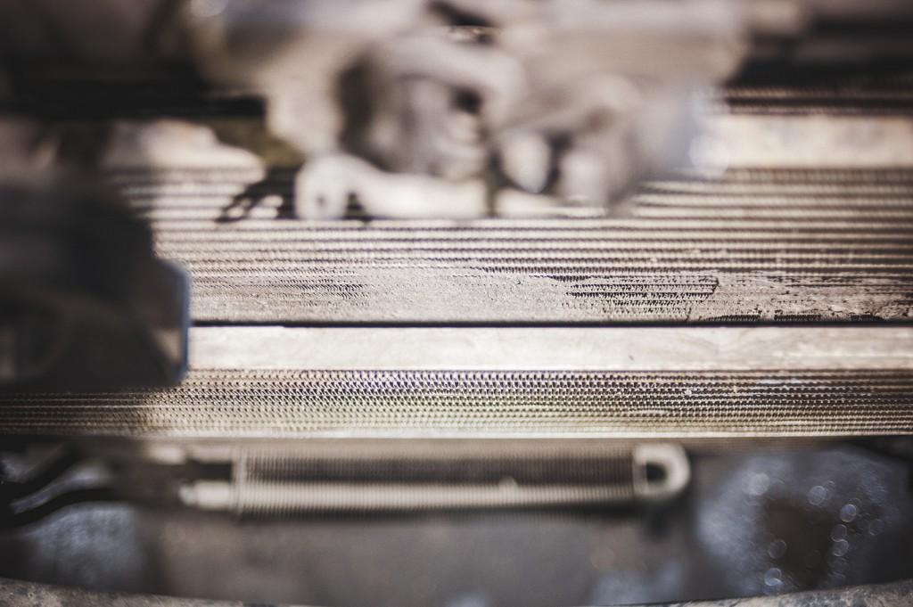 Вид сверху на радиатор кондиционера