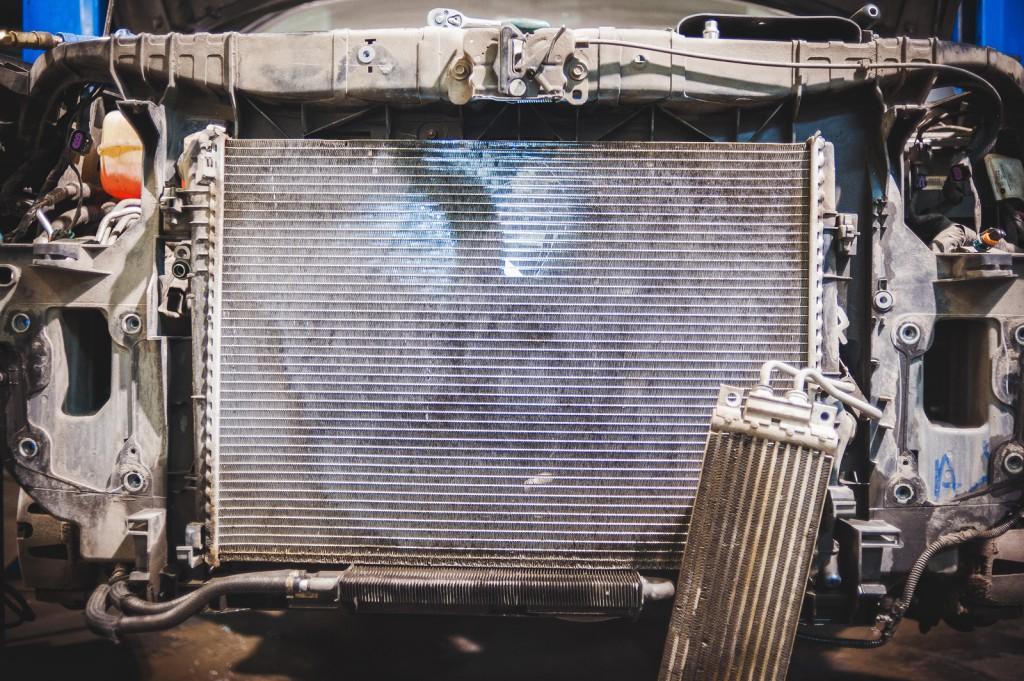 Радиатор охлаждения Додж Джорни на просвет после чистки