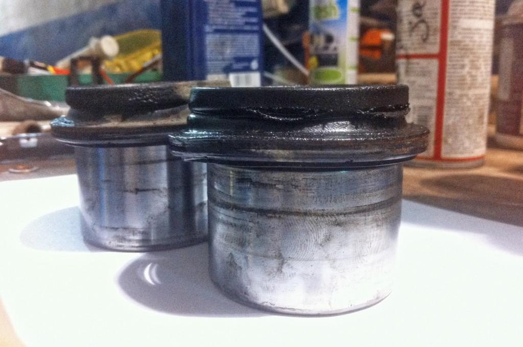 Порванные пыльники тормозных цилиндров Додж Калибр