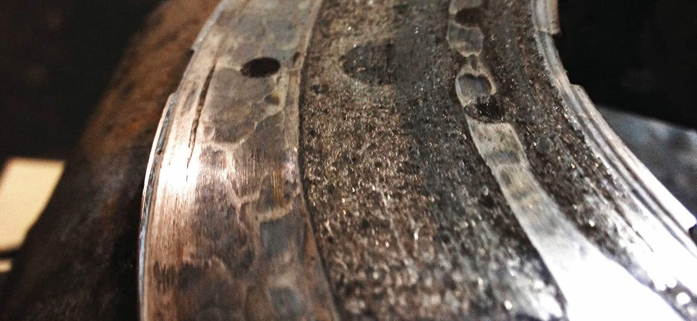 Тормозные колодки, стёртые до «мяса»
