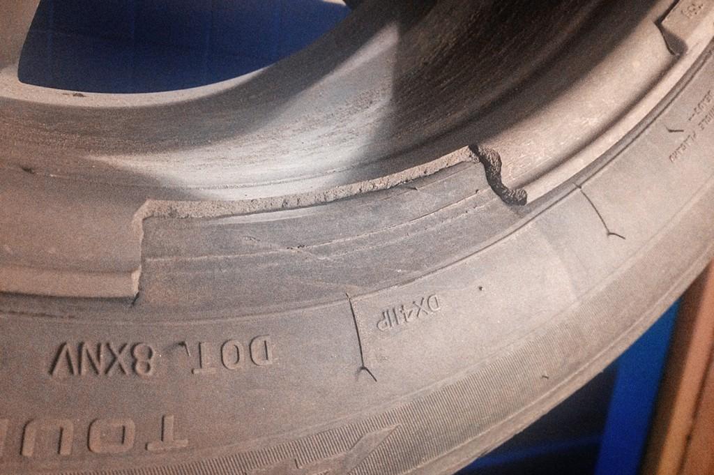 Причина биения – отколотый кусок колёсного диска