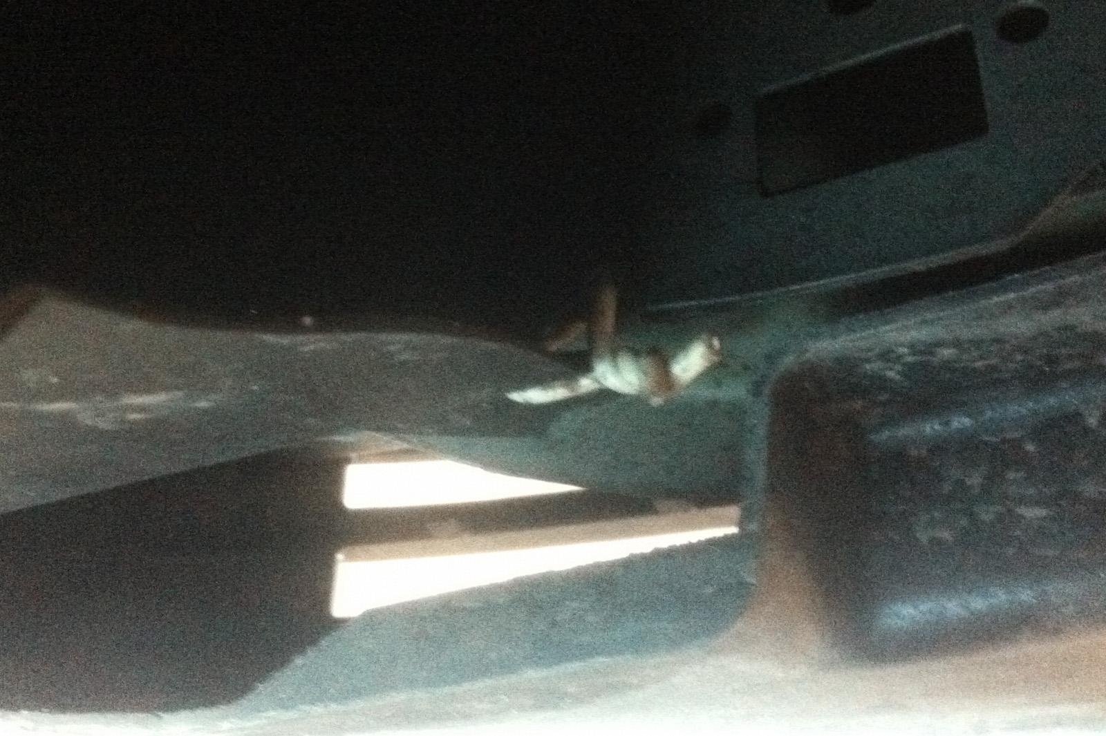 Вогнутый поддон двигателя Додж Калибр подтекает после удара