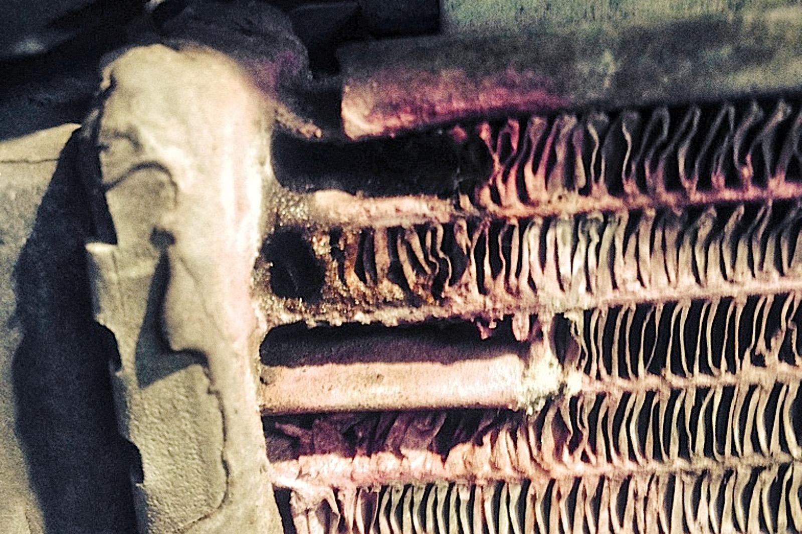 Следы ремонта радиатора в полевых условиях