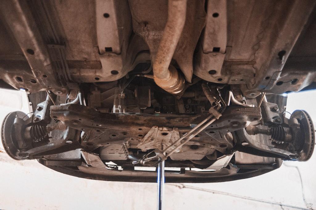 Рулевая рейка Додж Калибр демонтирована