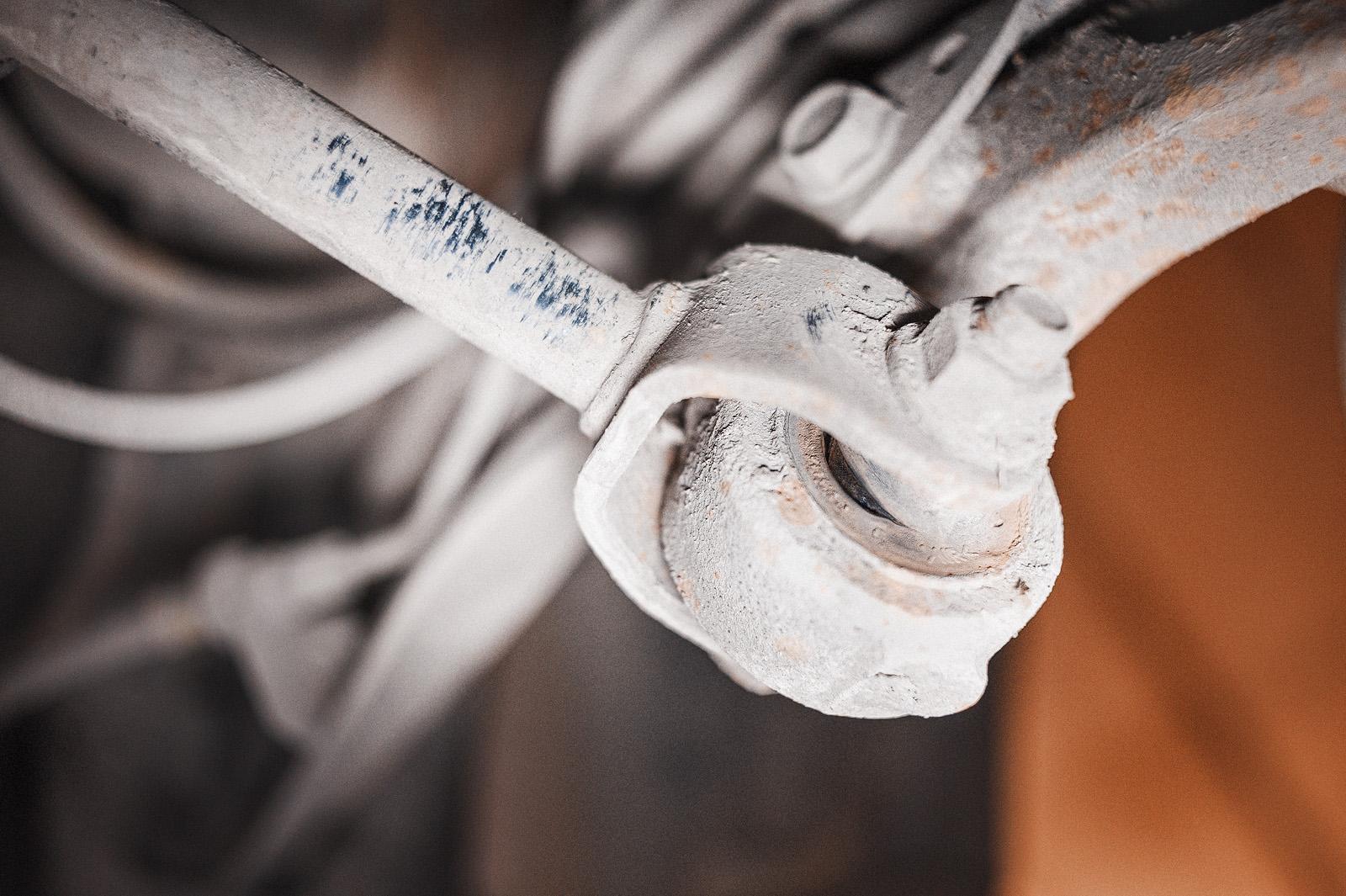 Повреждения сайлентблока заднего кулака