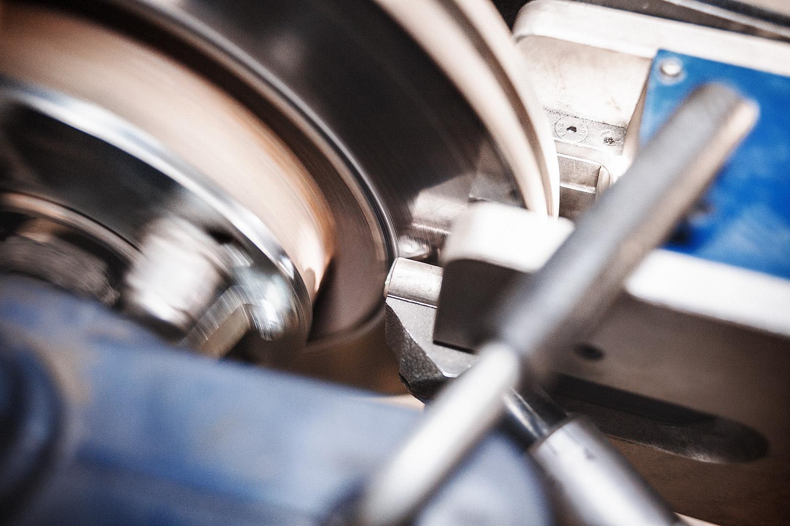 Финишная обработка поверхности тормозных дисков