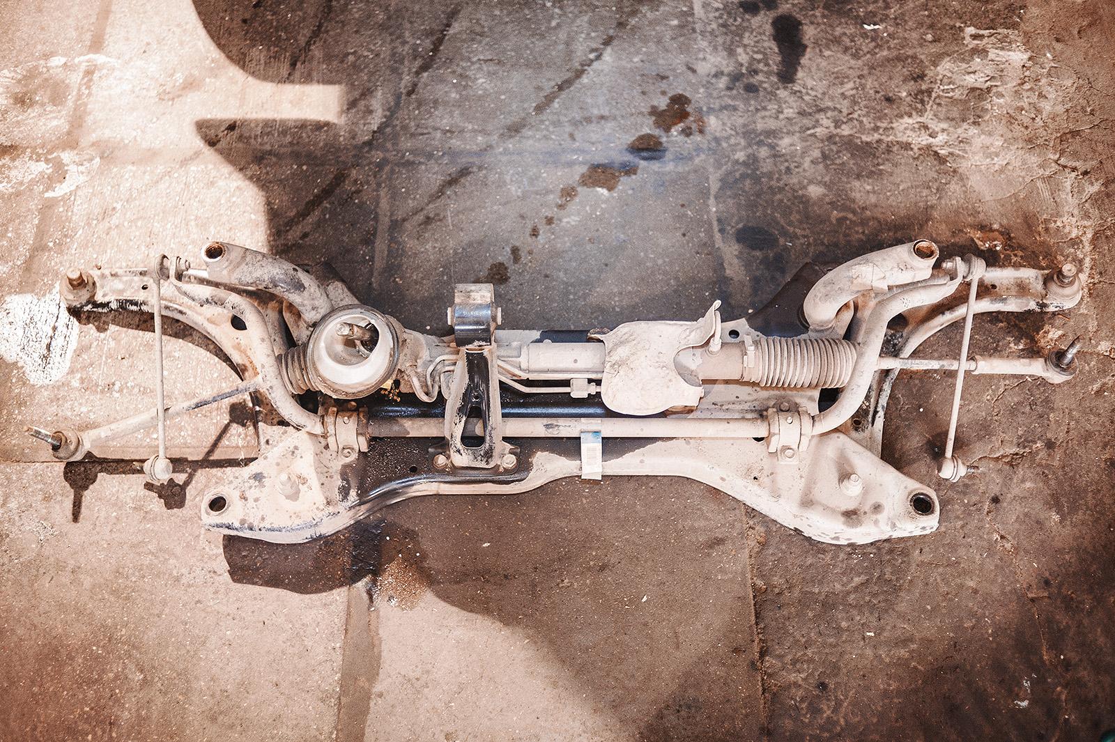Подрамник в сборе с рулевой рейкой, задней опорой ДВС и элементами подвески