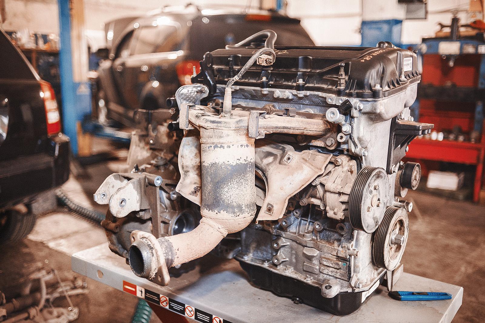 Двигатель в сборе с МКПП и катализатором