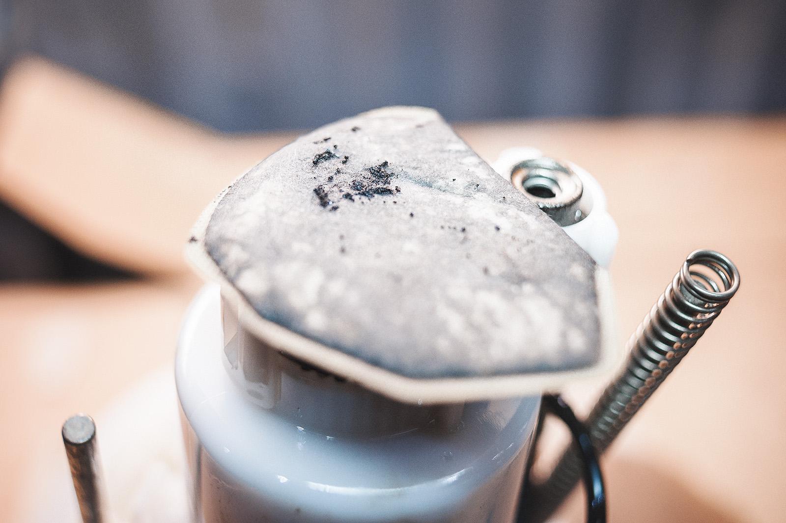 Грязь на фильтре грубой очистки Додж Калибр