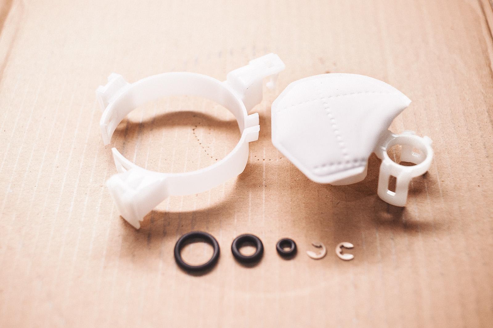 Новые топливный фильтр грубой очистки, уплотнители и фиксаторы