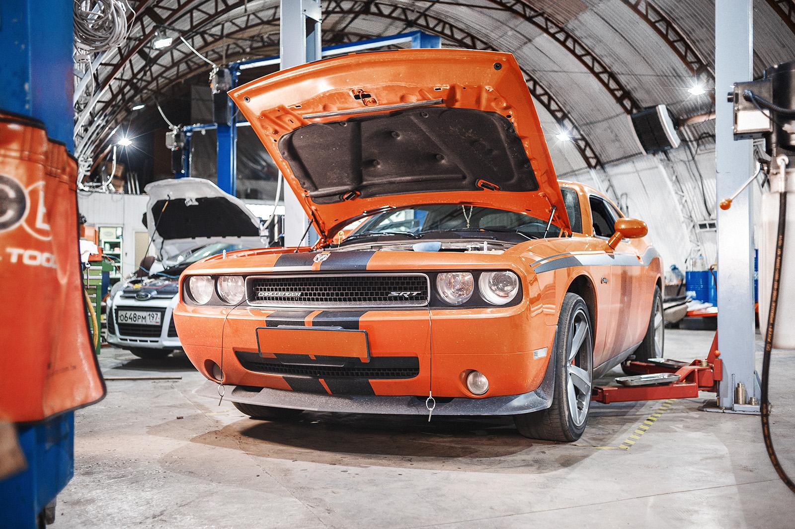 Даём Dodge Challenger SRT8 слегка остыть
