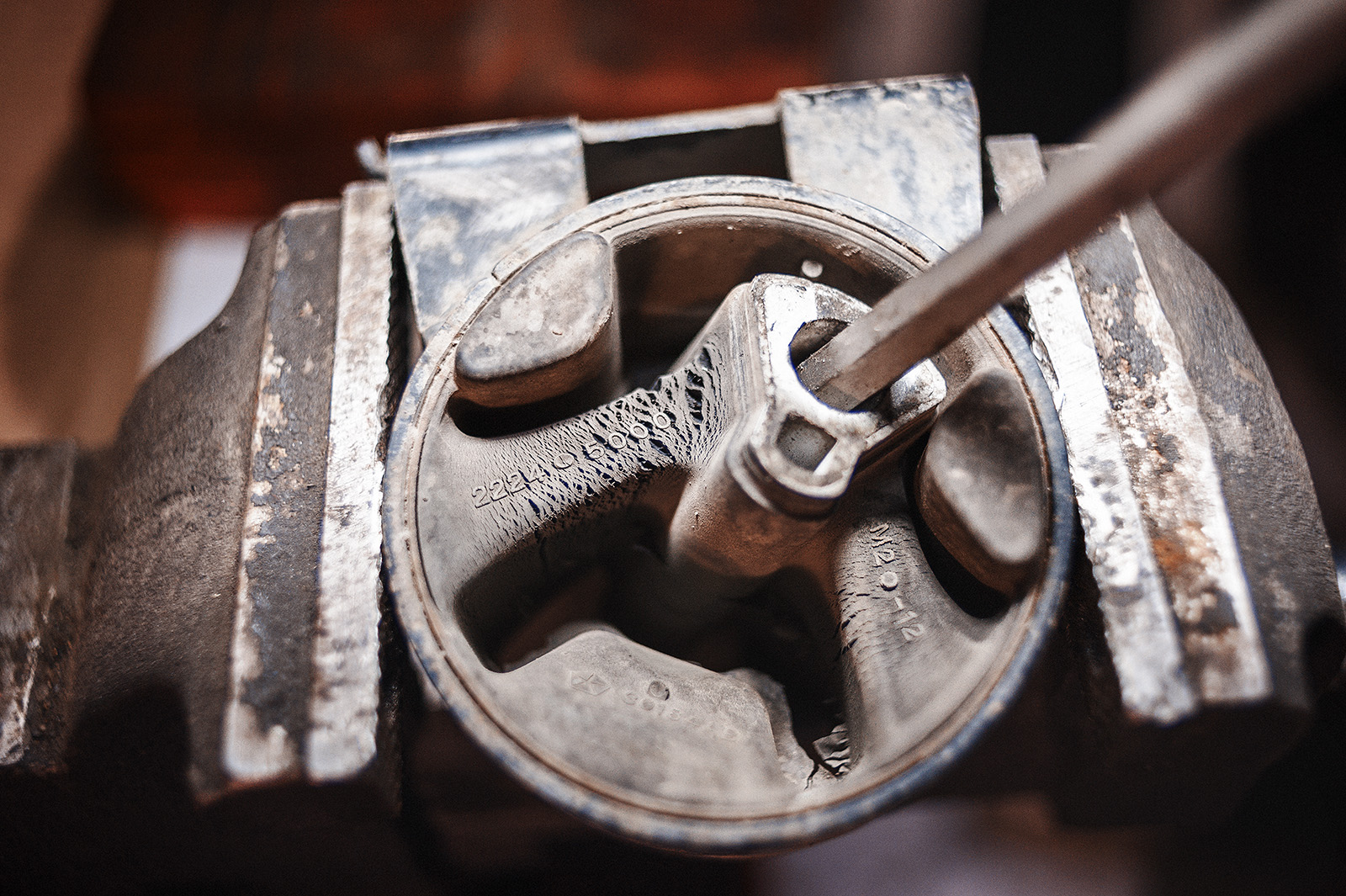 Растрескивание передней опоры двигателя Chrysler Town & Country