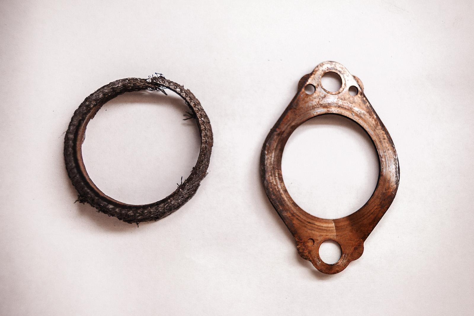 Прокладки приёмной трубы Мицубиси Лансер Х: плоская и шаровый слой