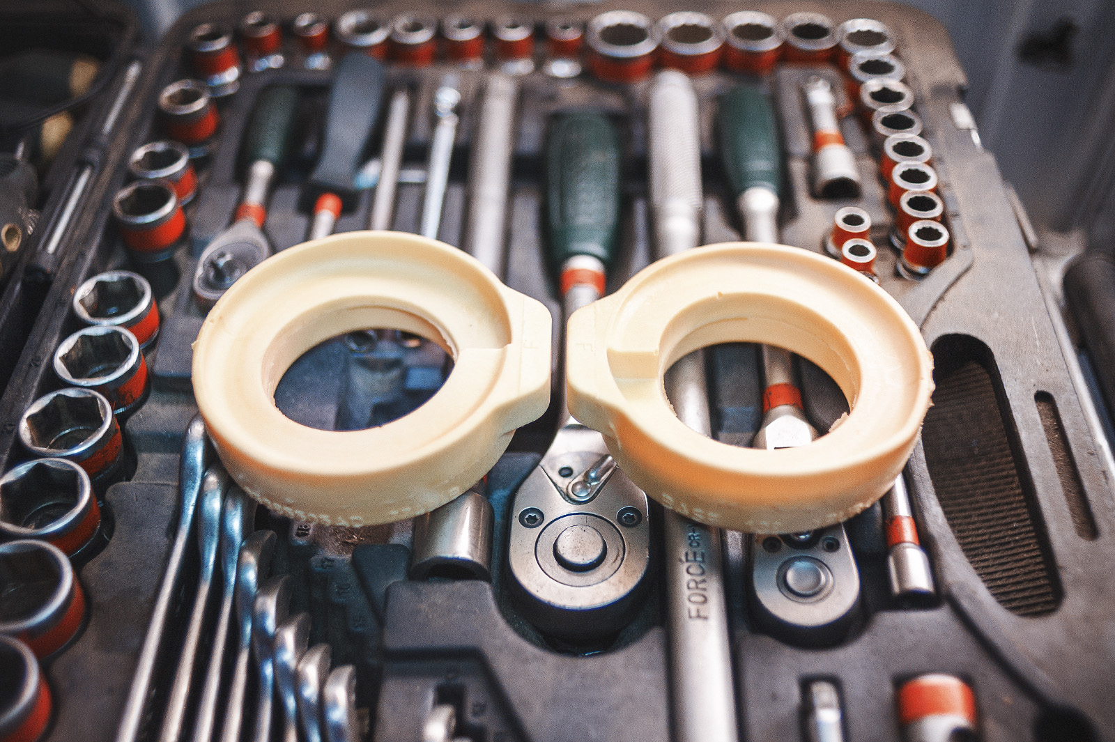 Верхний изолятор пружины заднего амортизатора
