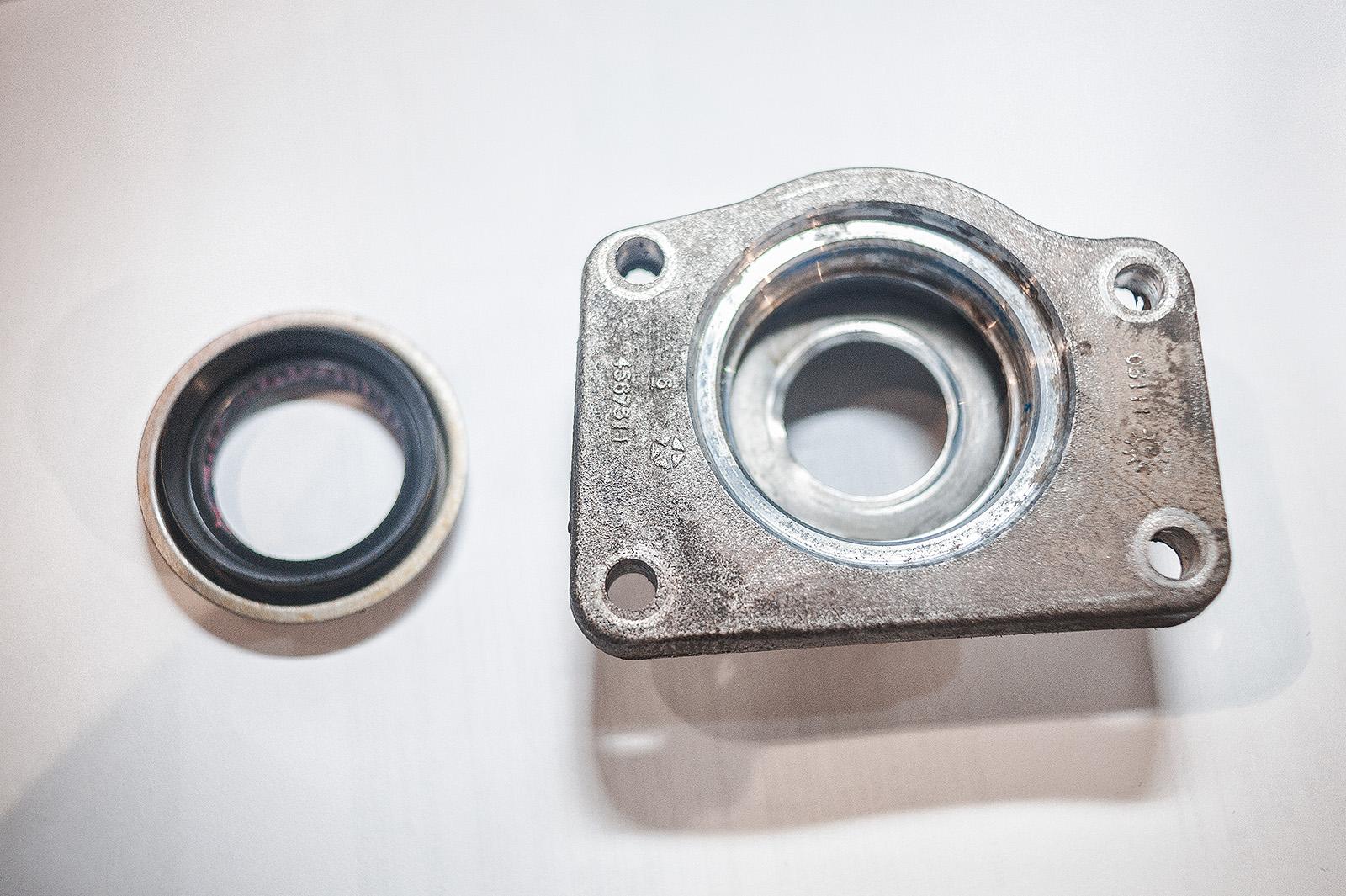 Отмытый корпус сальника правого привода