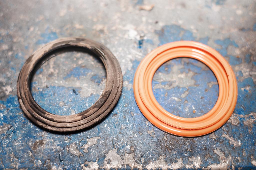Новый и ремонтный пыльники тормозного суппорта Джип Либерти