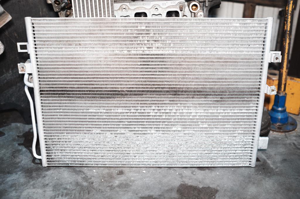 Радиатор кондиционера Додж Джорни выглядит не очень