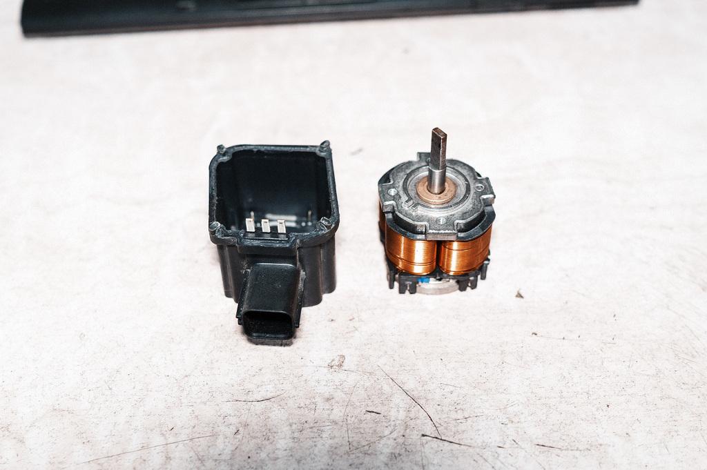 Внутренности мотора заслонки коллектора