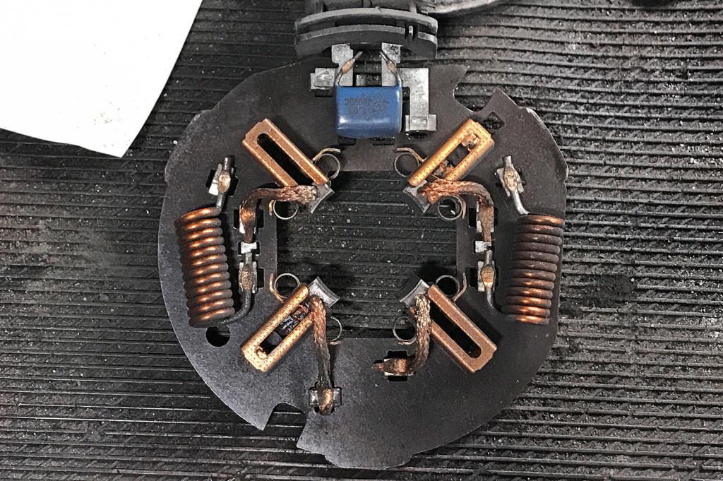 Щёточный узел двигателя вентилятора охлаждения