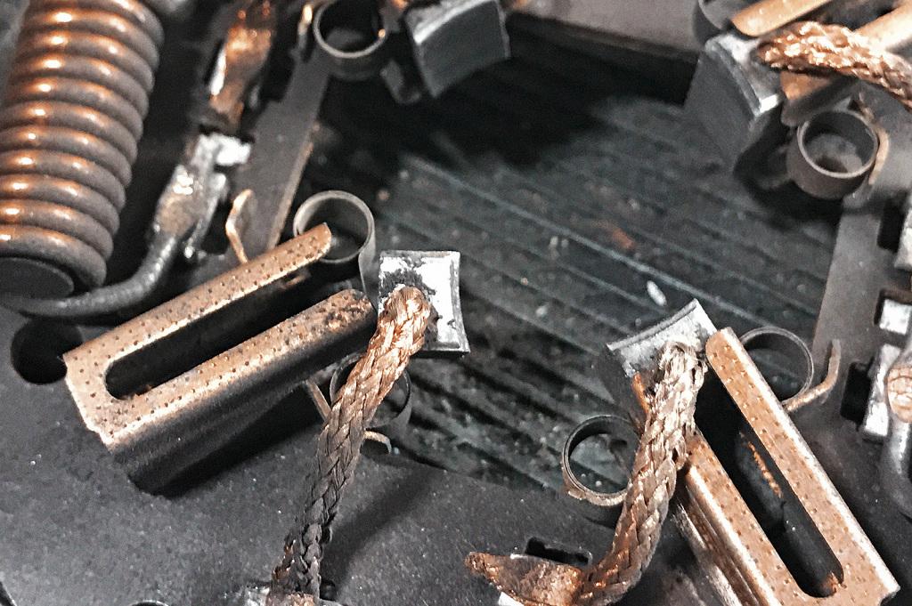 Крайний износ щёток двигателя вентилятора