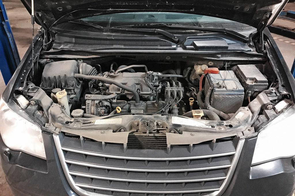 Крайслер Таун & Кантри спокойно выдерживает 300 тысяч на одном двигателе без переборки