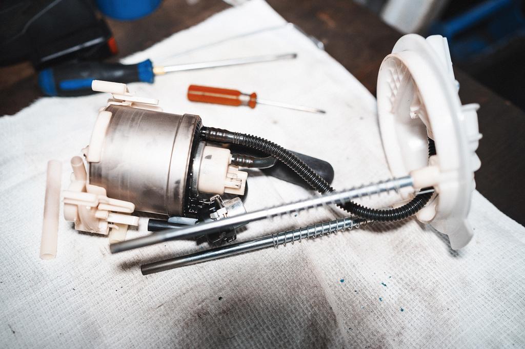 Насос, фильтр тонкой очистки и верхняя крышка