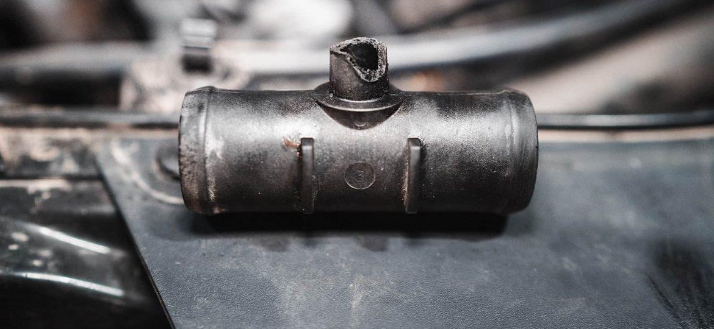 Сломанный тройник патрубка охлаждения Додж Джорни