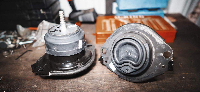 Опора двигателя Гранд Чероки 5.7