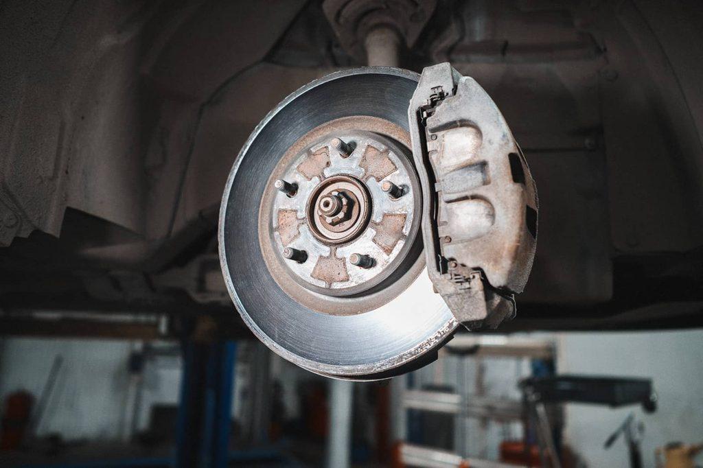 Передние тормозные диски Додж Джорни бьют на скорости