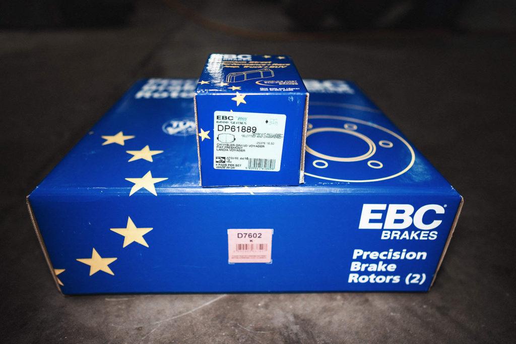 Комплект дисков и колодок для задней оси EBC