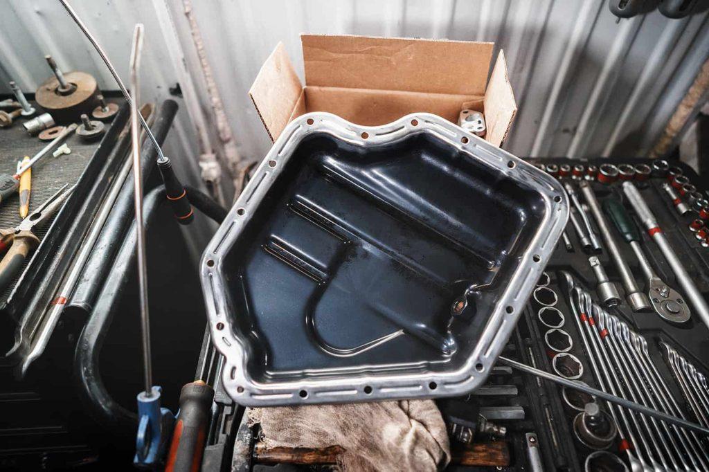 Нижний поддон двигателя после очистки