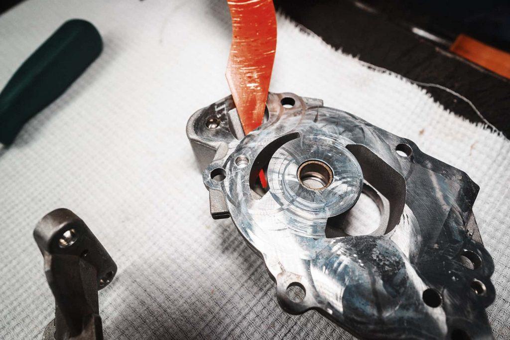 Канал подачи масла из насоса в двигатель