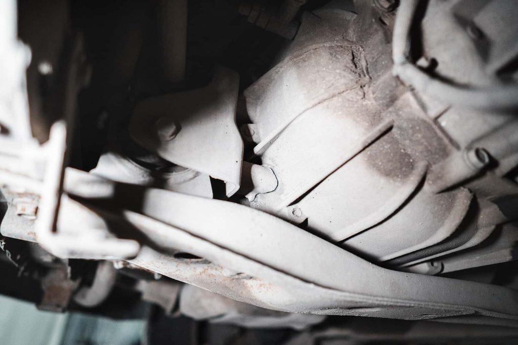 Сломанный кронштейн передней опоры двигателя/МКПП