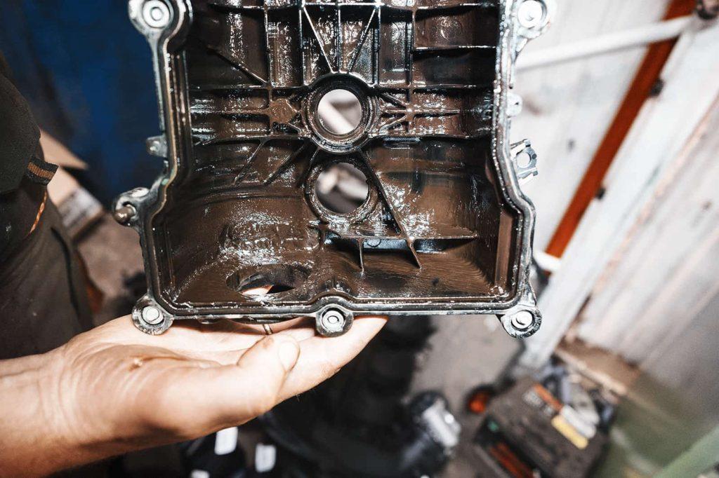 Солидол внутри клапанной крышки Додж Джорни