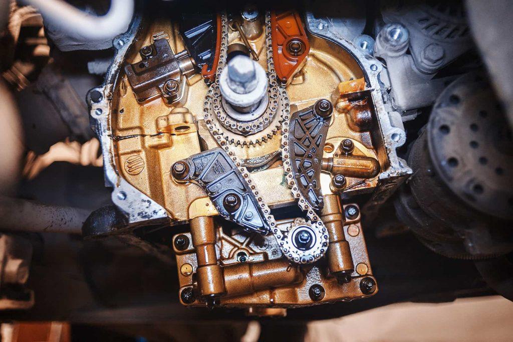 Снимаем переднюю крышку двигателя Додж Калибр
